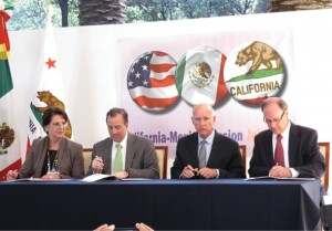 Signing the cross-border education agreement are (from left) María Dolores Sánchez Soler, deputy director, Mexico National Council for Science and Technology; Mexico Foreign Affairs Minister Meade; Governor Brown; Enrique Del Val Blanco, undersecretary, Mexico Ministry of Public Education. Photo by Sara Espinosa.