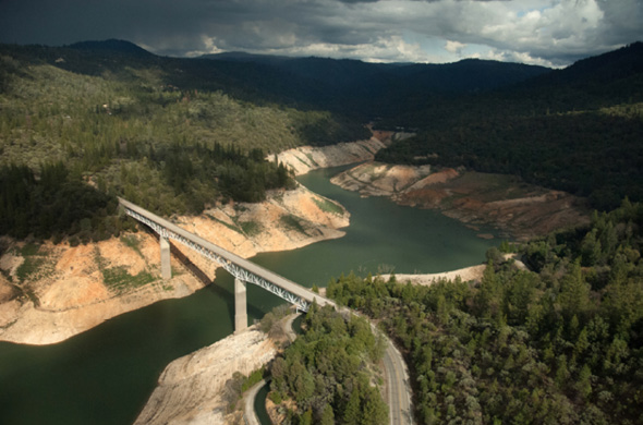 An aerial view from March 2 shows the impact of the drought on the low water level at Lake Oroville below the Enterprise Bridge (Lumpkin Road) crossing the South Fork at Lake Oroville (north of the Green Bridge). Photo: California Department of Water Resources